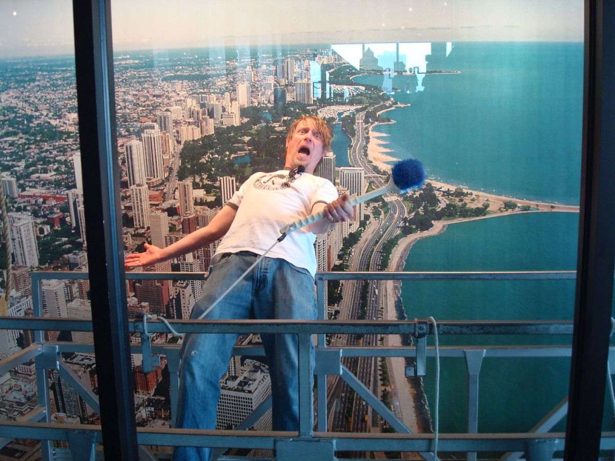 Fake photo-ops at Hancock Tower, Chicago