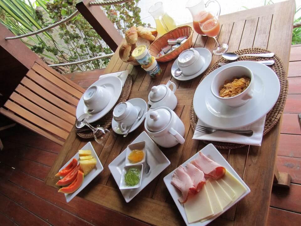 Hotel La Pirogue breakfast