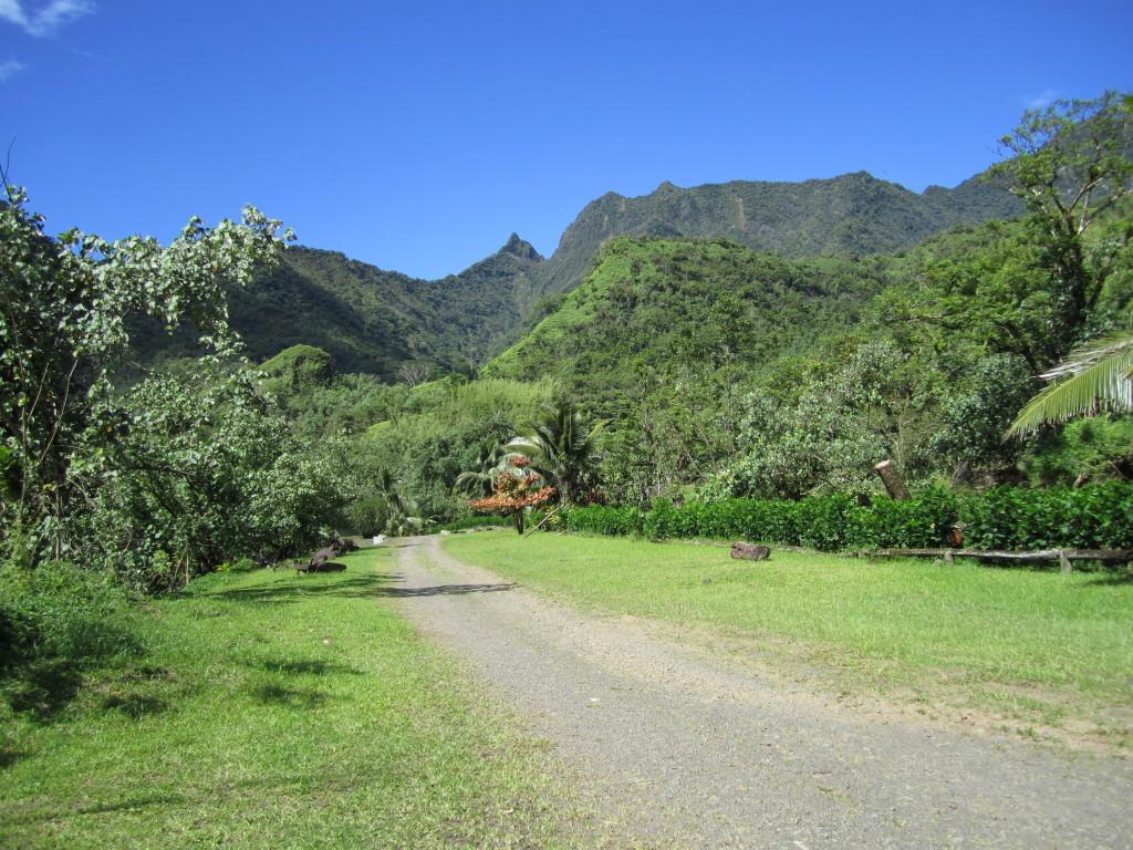 Tahiti-ruins-papenoo-valley
