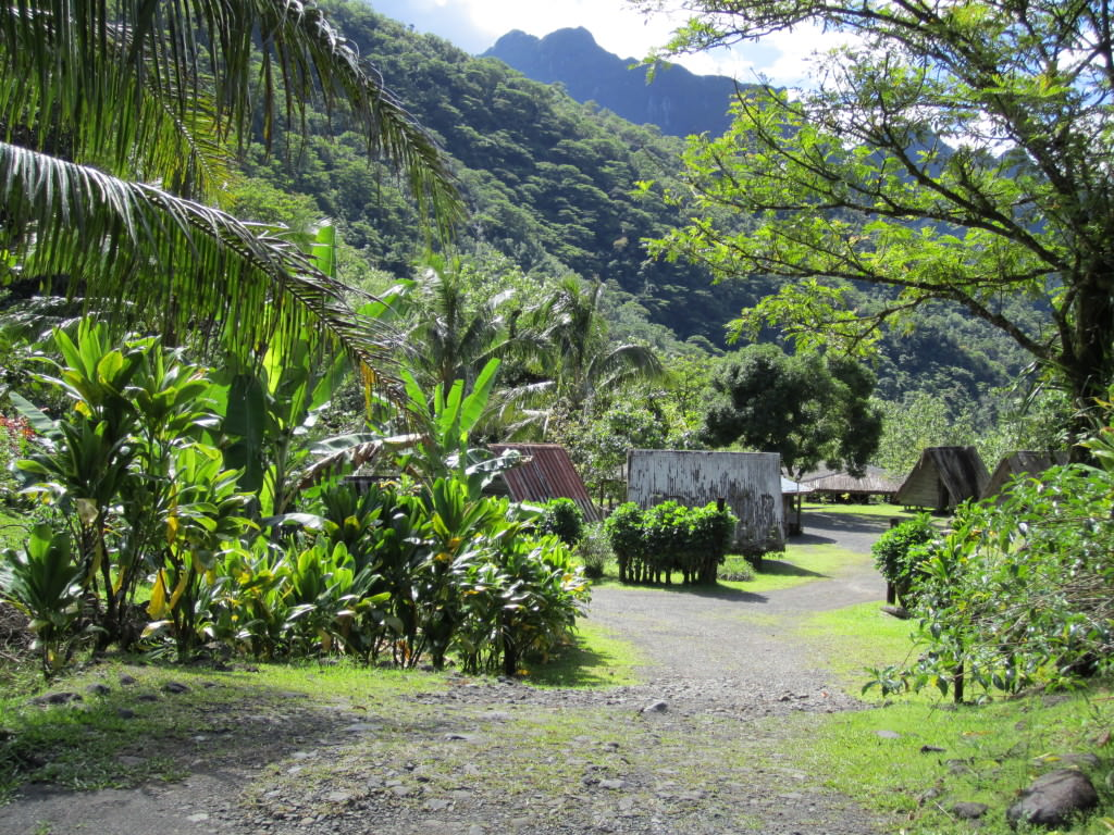 Tahiti-village-papenoo-valley