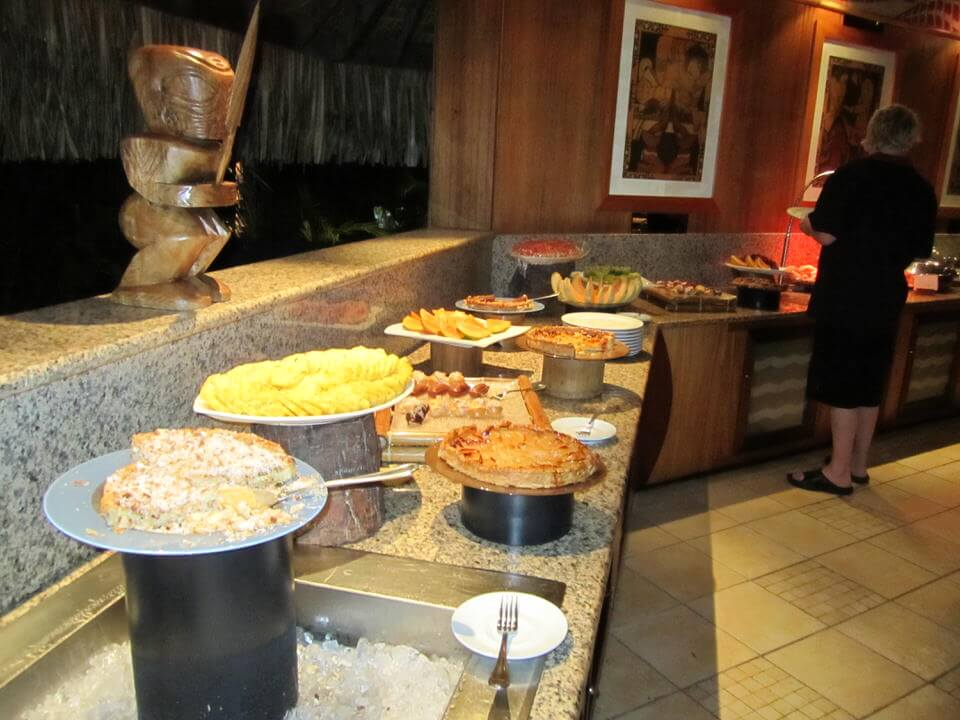 Intercontinental Le Moana seafood buffet
