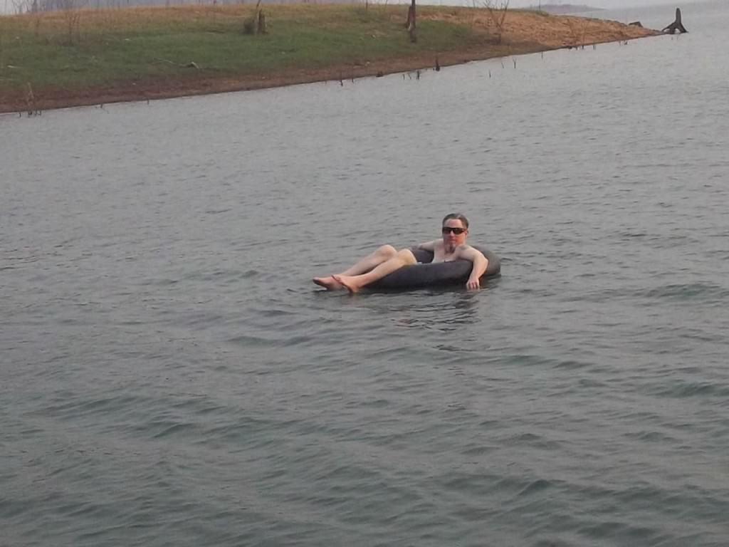 floating-lake-house-safari-Thailand