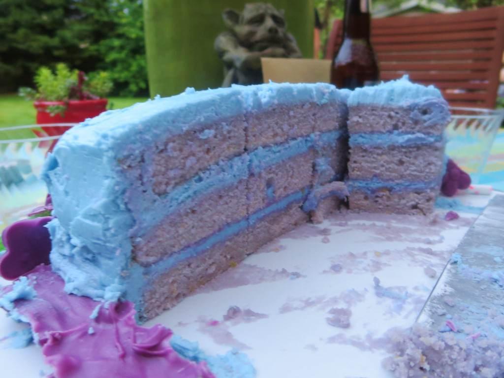 Boozy Lavender Lemon cake (18)