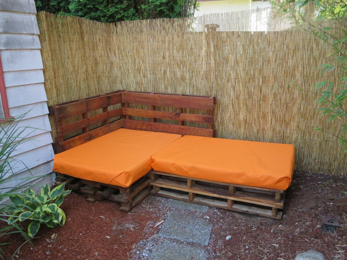 Crafty adventures outdoor pallet sofa sectional for Couch made out of pallets