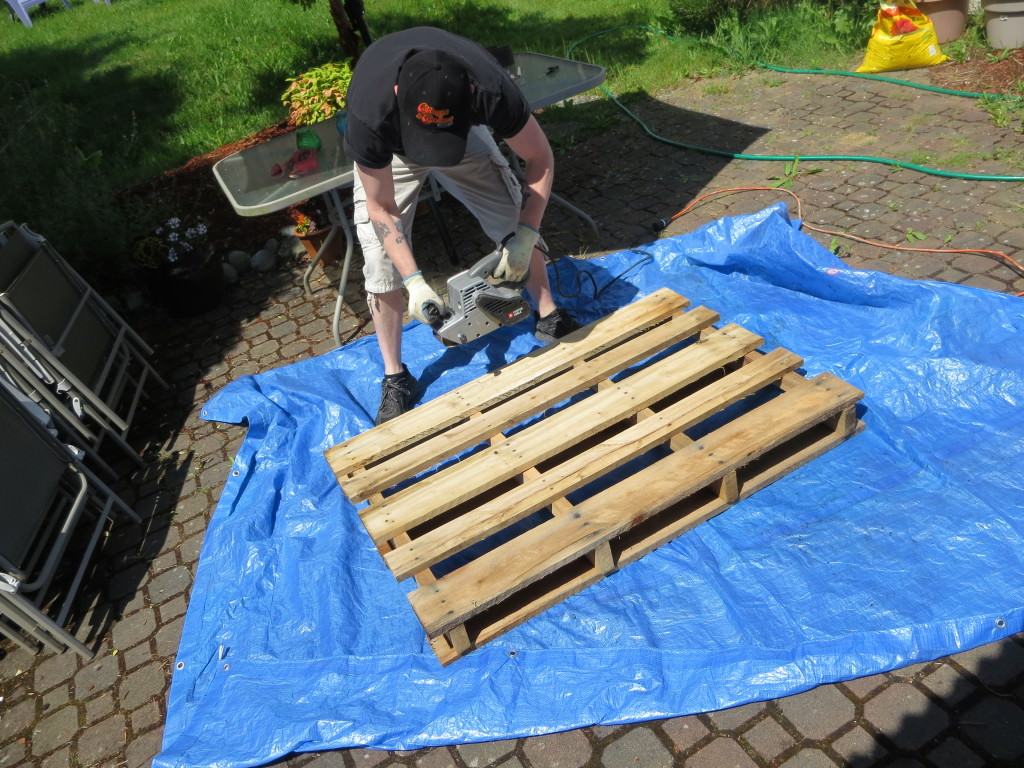 How-to-make-an-outdoor-pallet-sofa-sectional-(2)