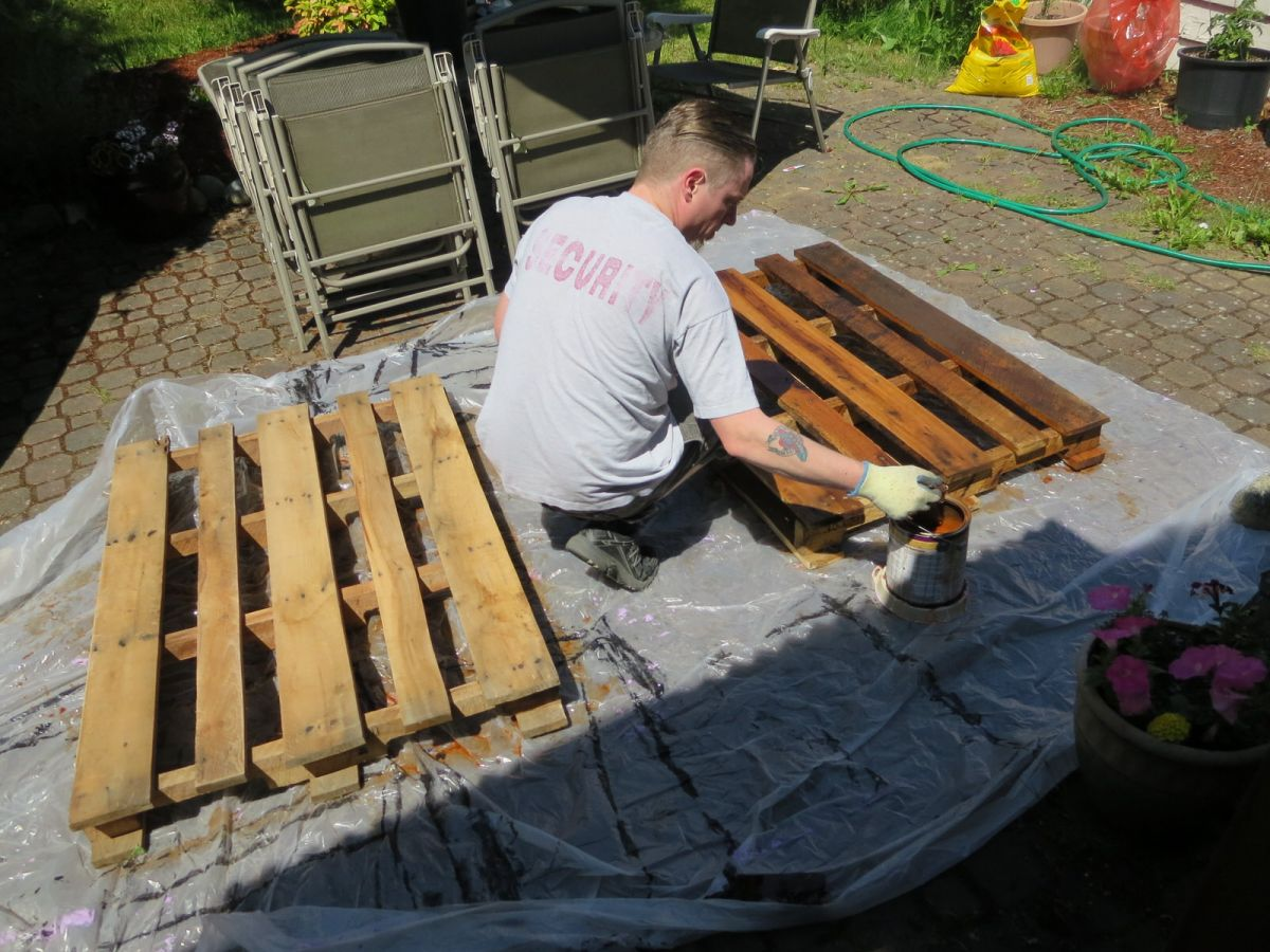 Crafty Adventures Outdoor Pallet Sofa Sectional