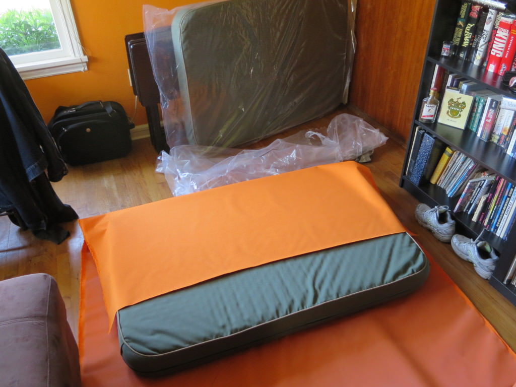How-to-make-an-outdoor-pallet--sofa-sectional-(6)