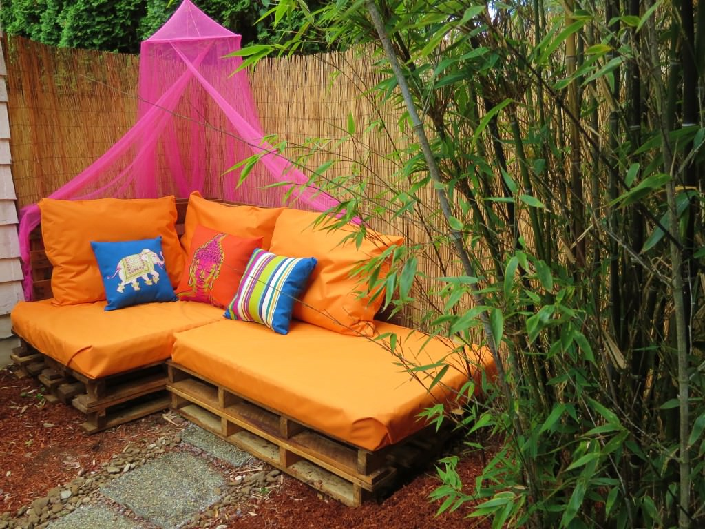 Outdoor-Pallet-Sofa-Sectional-(5)