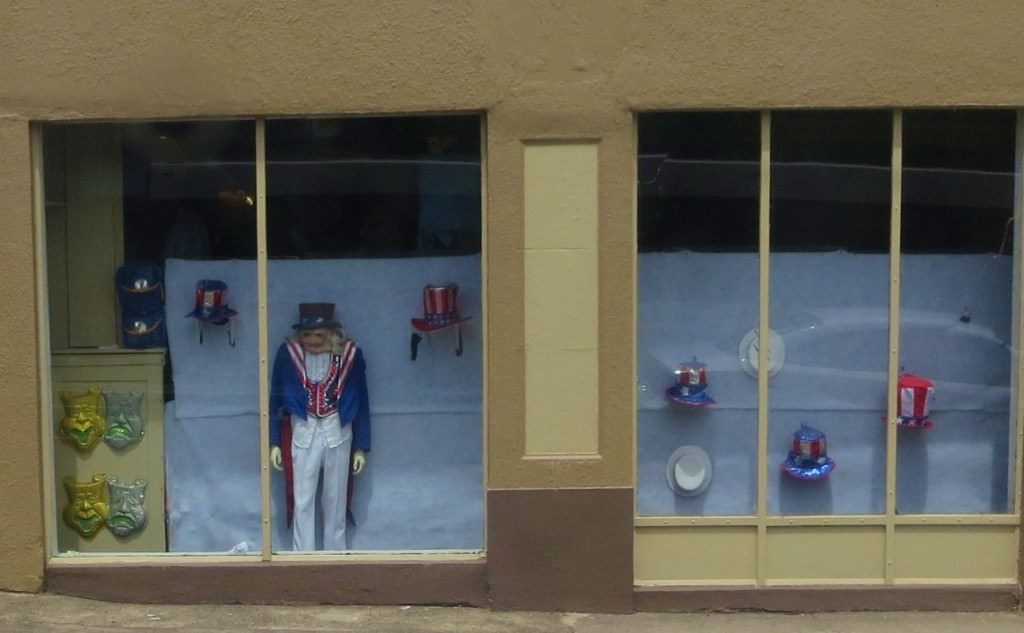 As seen from the bus window: The saddest 4th of July display we've ever seen.