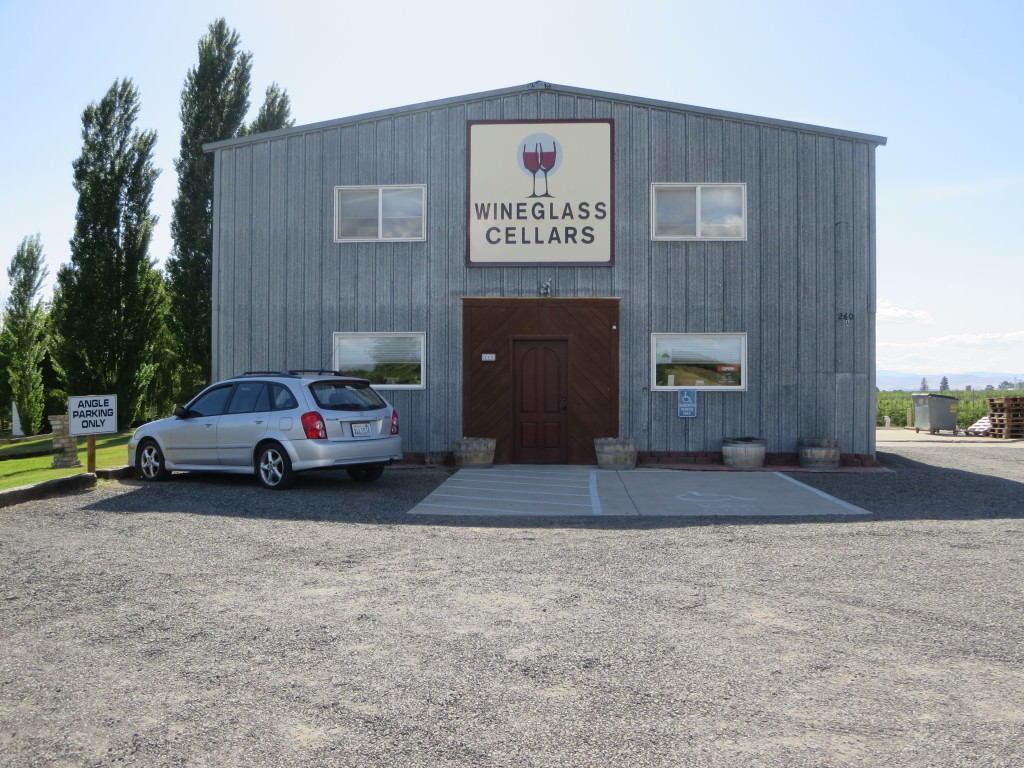 Wineglass Cellars wine tasting in Yakima Valley