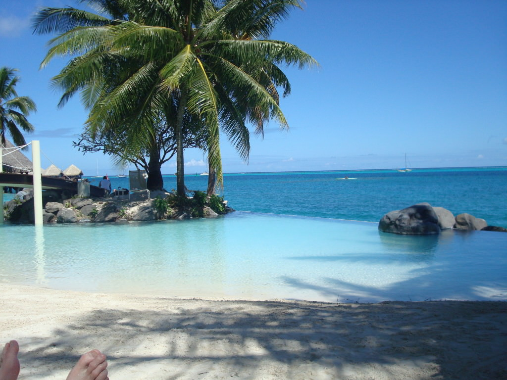 intercontinental-tahiti-infinity-pool