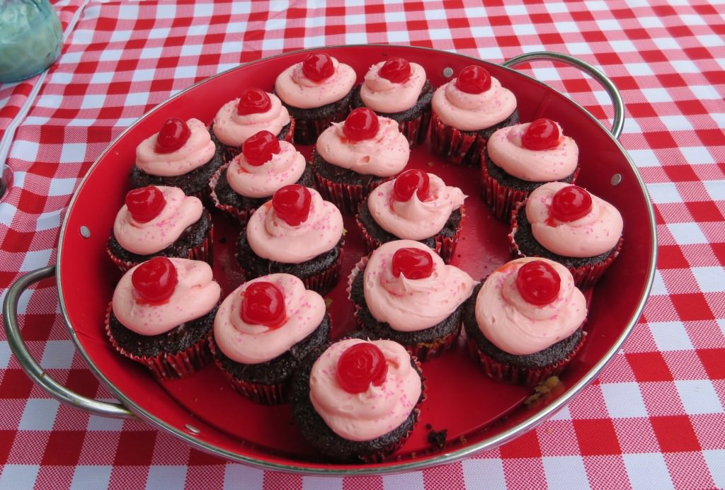 Chocolate cherry bomb cupcakes 095