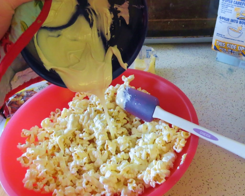 Buttered popcorn cupcakes (3)