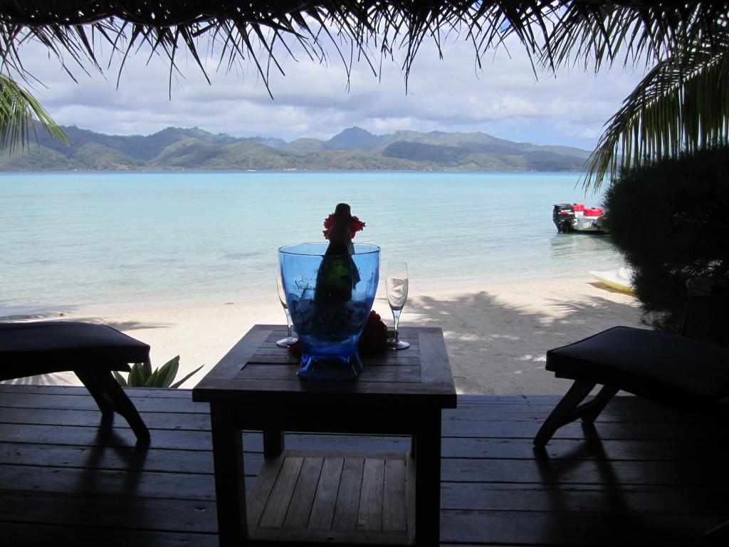 honeymoon champagne Tahaa Tahiti romantic getaways
