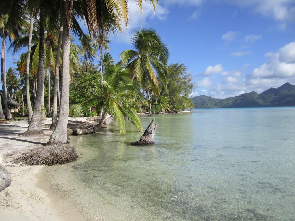Remote motu beach Tahaa romantic getaways