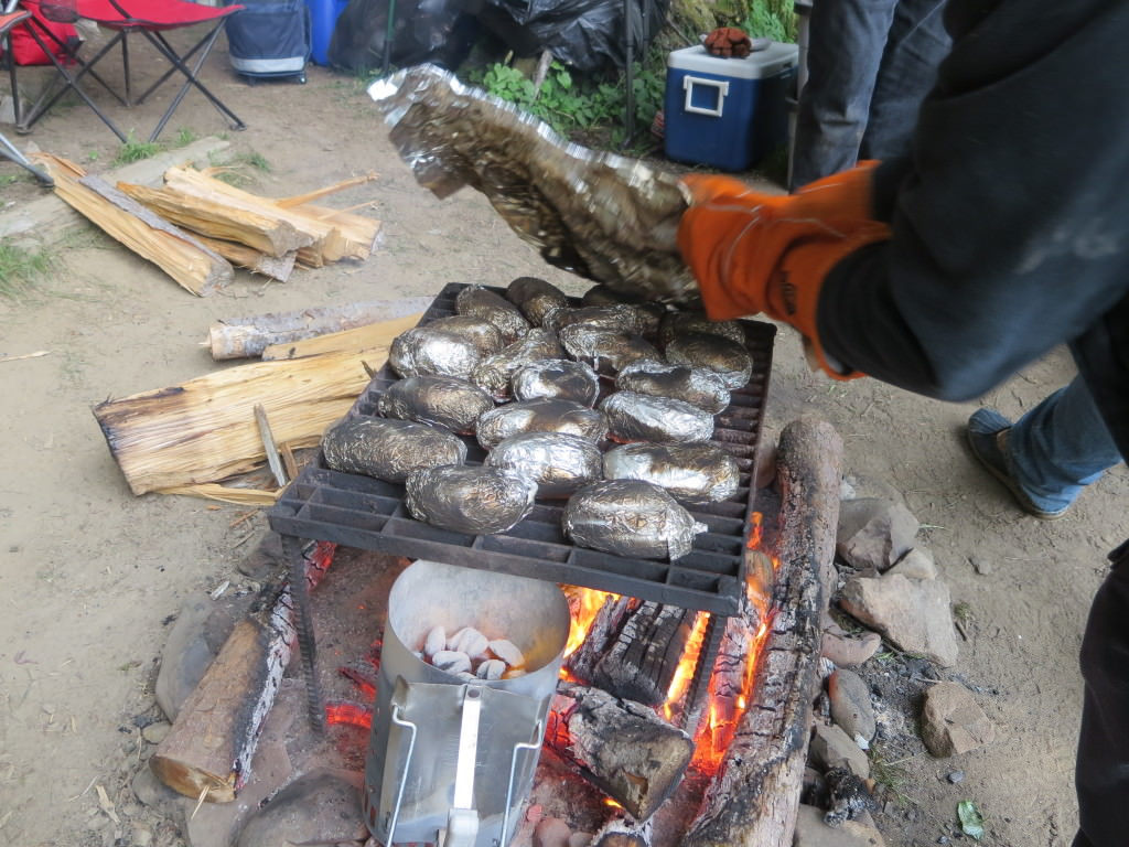 Cooking baked potatoes on the campfire