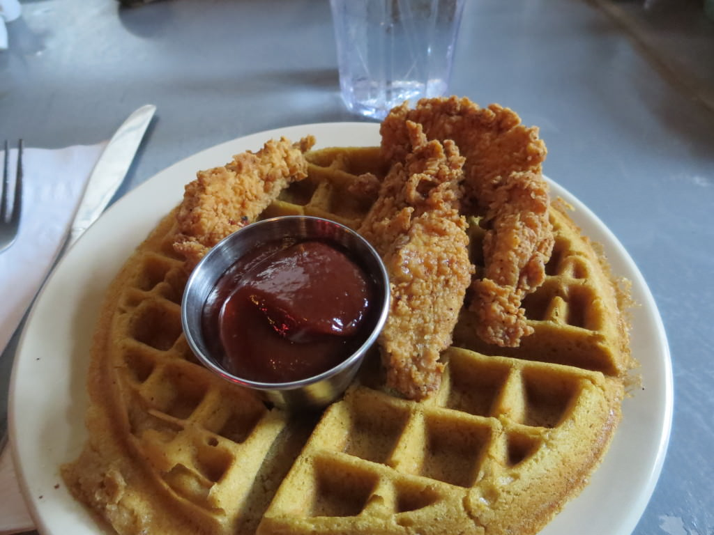 Chicken and waffle at Horns New Orleans