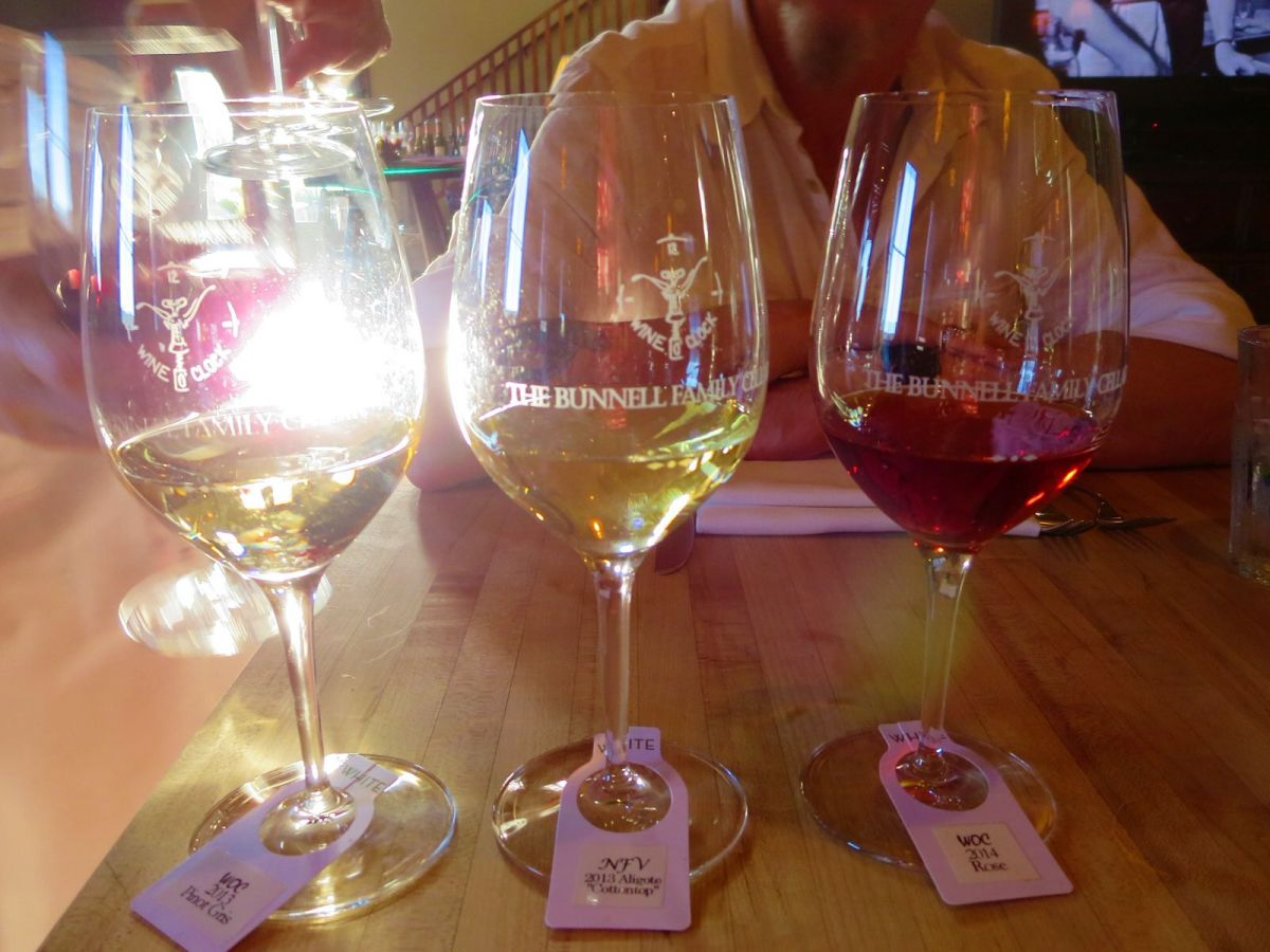 Wine flights at Wine O Clock wine bar in Prosser