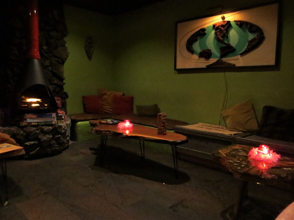 Tonga Hut tiki bar Palm Springs