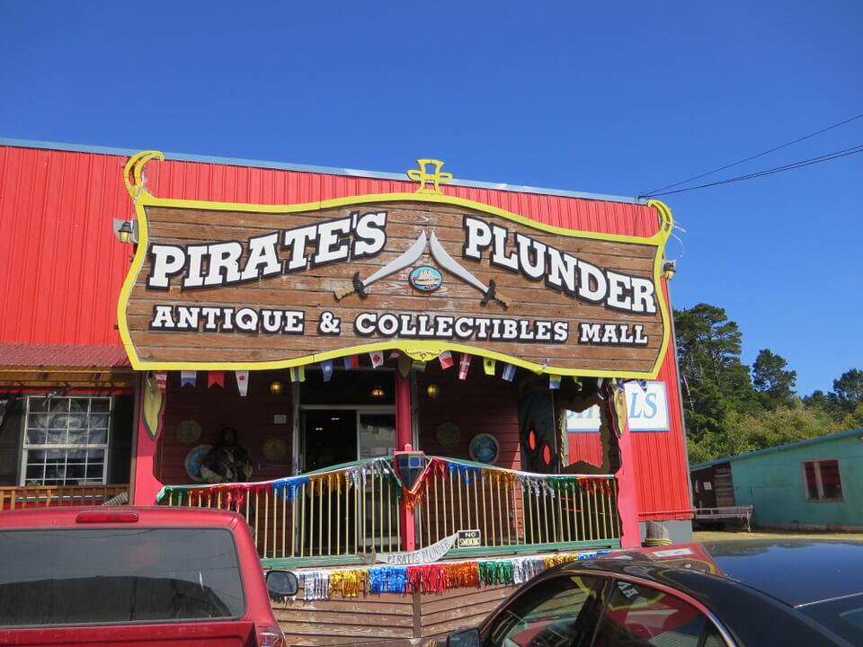 Pirate's Plunder antique store, Newport