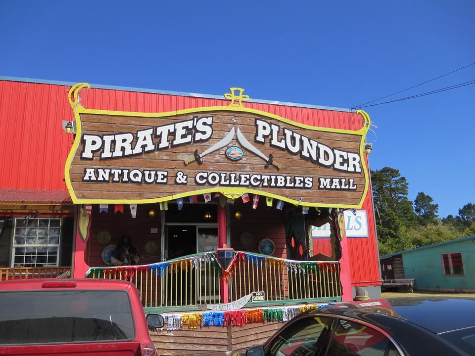 Pirate's Plunder antique store, Newport