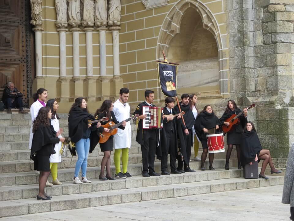 Singers outside Igreja de São João Evangelista, Evora